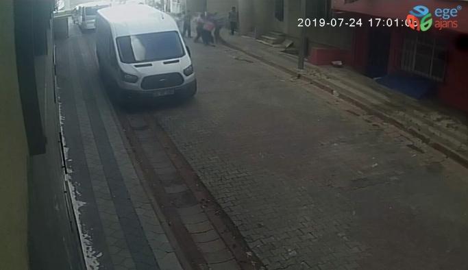 (Özel) Sultangazi'de sokak ortasında tartıştığı komşularını bıçakladı