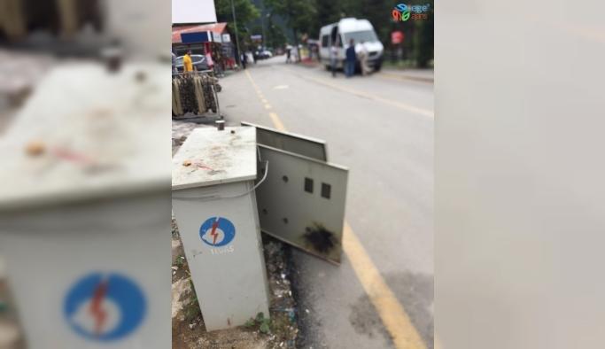Turizm Merkezi Uzungöl'de bulunan kapağı açık elektrik trafosu tehlike saçıyor