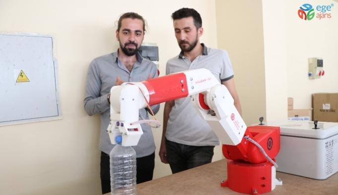 """Üniversite öğrencilerinden milli robot """"Müjgan"""""""