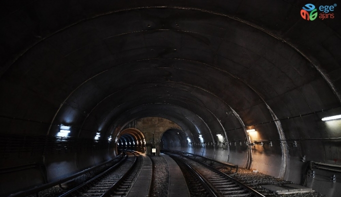 Akköprü-İvedik metro istasyonları arasında raylar değiştirildi