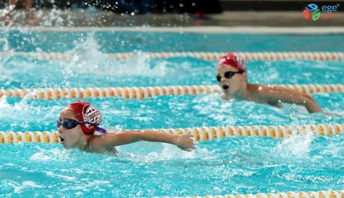 Antalyaspor'dan yüzme şenliği