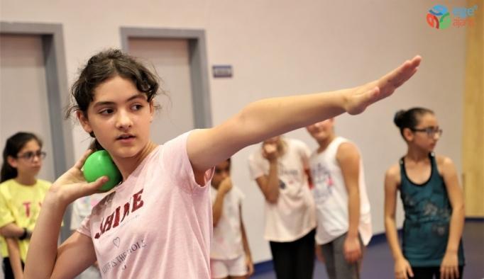 Atletizm yaz spor okuluna büyük ilgi