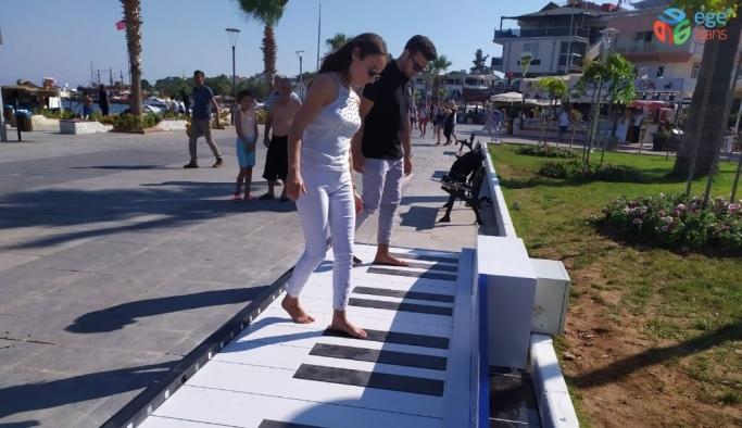 Ayak Piyanosu'na vatandaşlardan yoğun ilgi