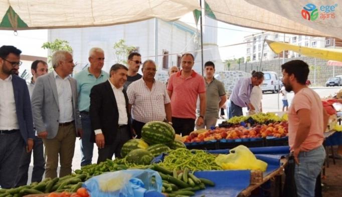 Başkan pazarı ziyaret etti, vatandaşın yüzü güldü