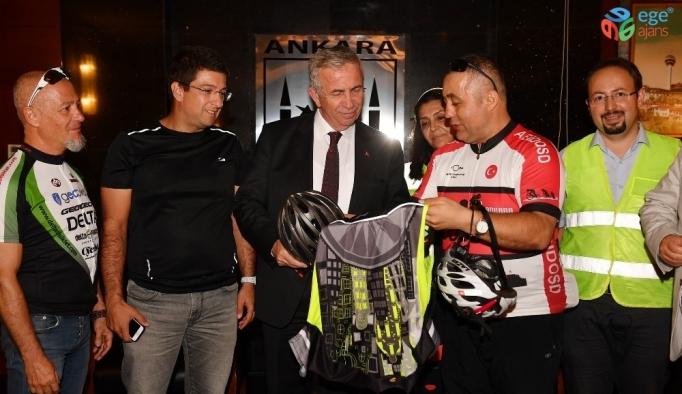 Bisiklet sporcularından Başkan Yavaş'a ziyaret