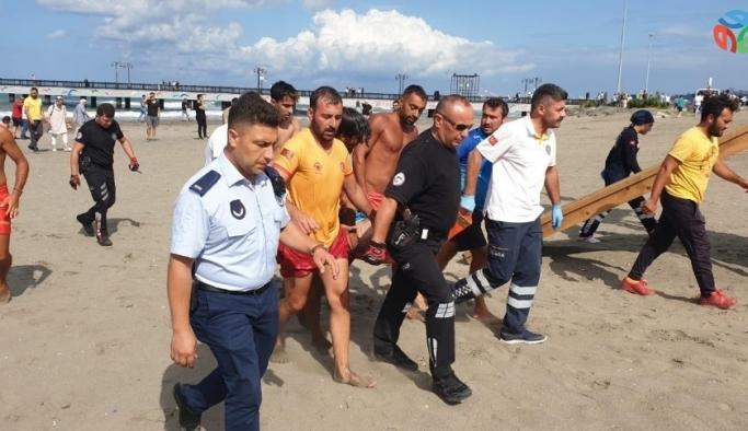 Boğulma tehlikesi geçiren yaşlı adamı cankurtaranlar kurtardı