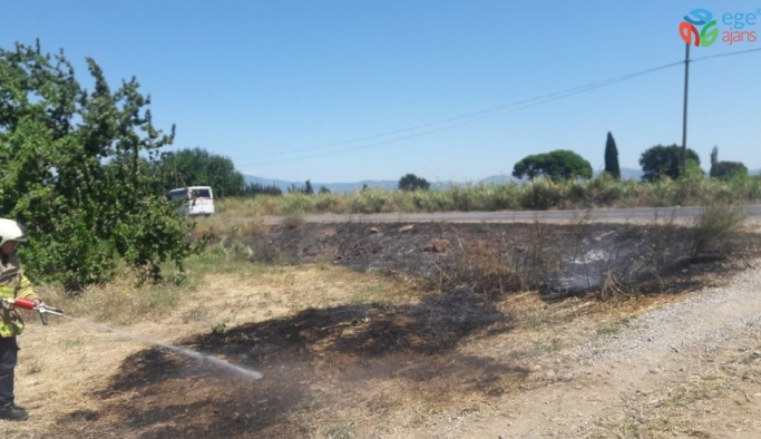 Burhaniye'de iki ot yangını birden çıktı