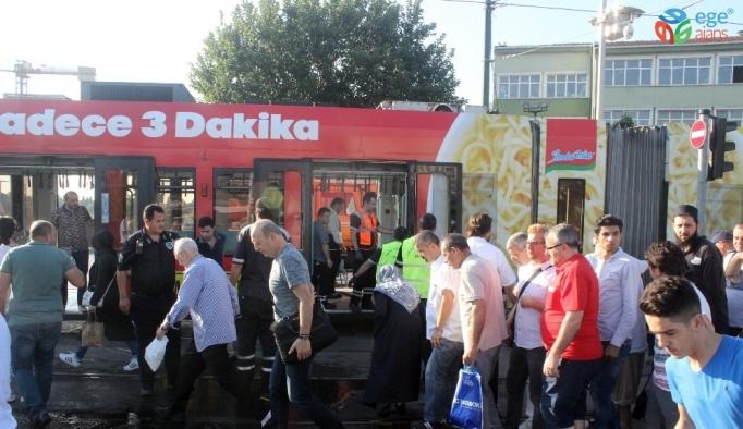 Cevizlibağ'da su tankeri tramvaya çarptı seferler durdu
