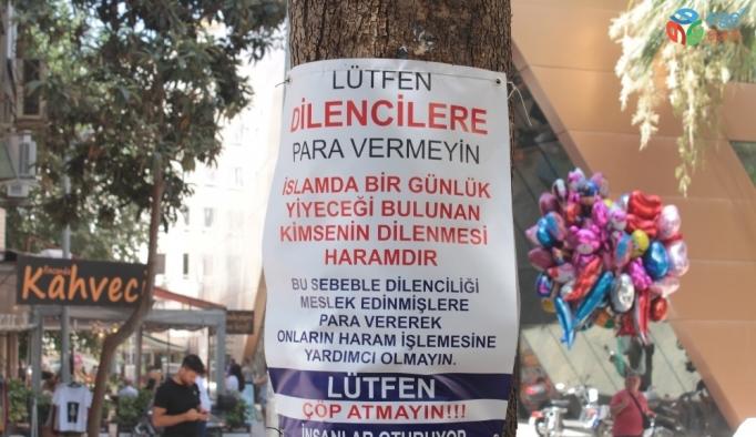 'Dilencilere para vermeyin' tabelasının altında dileniyorlar