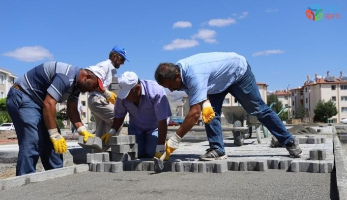 Erzincan Belediyesi iki yeni çocuk oyun alanı inşasına başladı