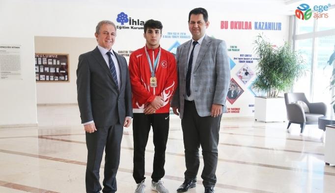 İhlas Koleji öğrencisinden güreşte dünya üçüncülüğü