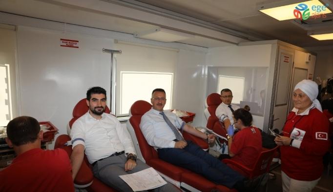 İlk kan bağışı Başkan Işıksu'dan