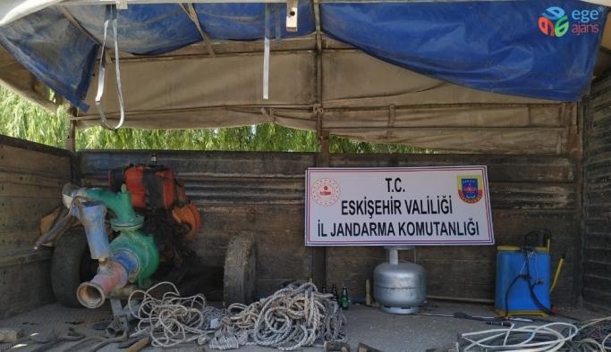 Jandarma ekiplerinin dikkati 5 hırsızı 1 saatte ele verdi