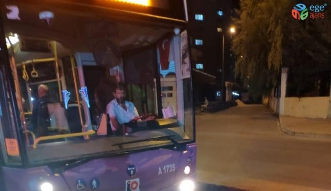 (Özel) Otobüs şoförü tartıştığı yolcunun üzerine yürüdü