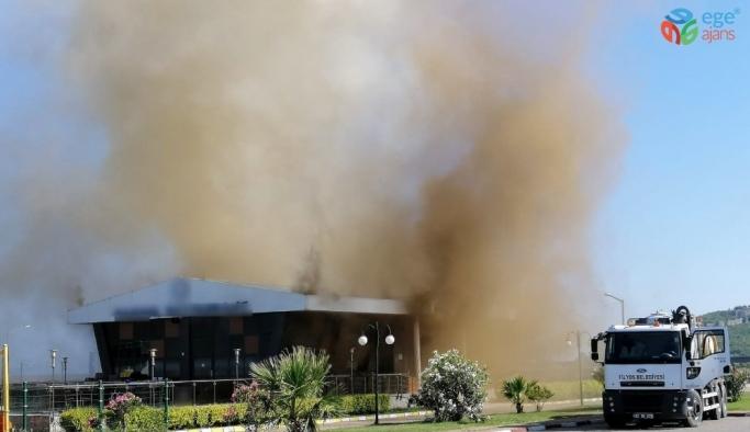 Restaurantta çıkan yangın paniğe neden oldu