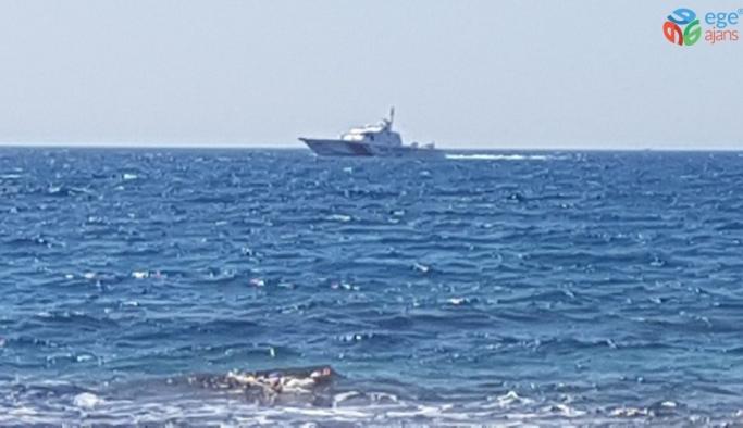Serinlemek için denize giren iki kişi kayboldu.