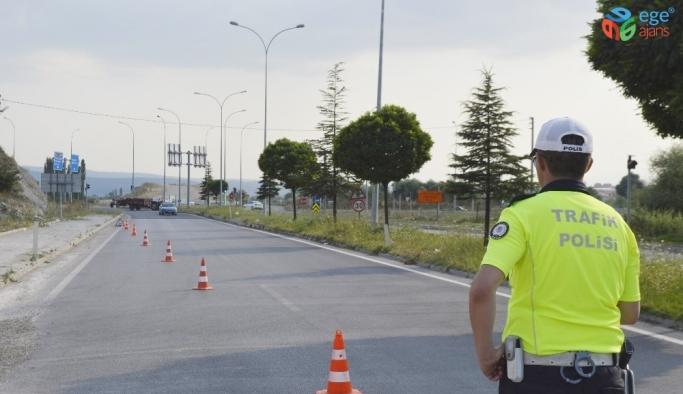 Tavşanlı'da kırmızı ışıkta geçen araçlara 8 bin 503 TL ceza kesildi