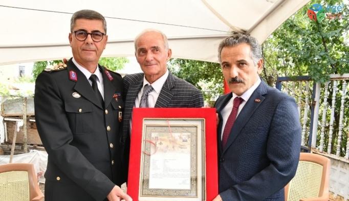 Vali Kaymak şehit binbaşının ailesine 'Şehadet Belgesi'ni teslim etti