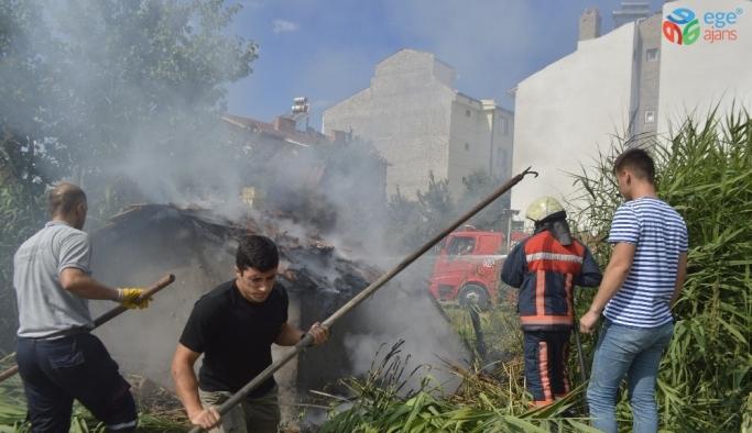 Vatandaşların ekmek yaptığı mahalle fırını yandı