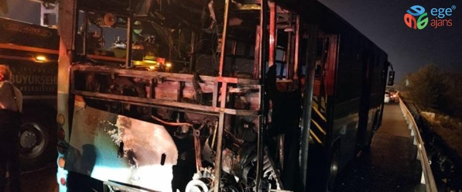Ümraniye'de seyir halindeki özel halk otobüsünde yangın