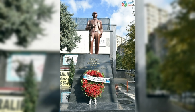 Beşiktaş'ta Atatürk heykelleri yenilendi