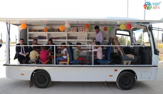 Gezici minibüsle köy çocuklarına kitap taşıyorlar