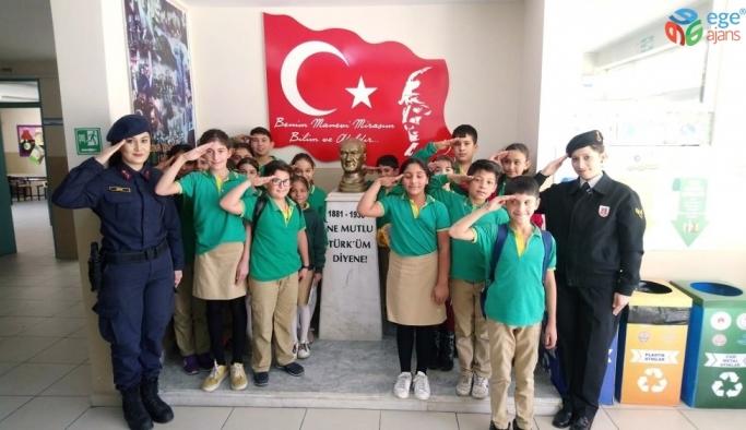 Jandarma'dan okullara 'Çocuk Hakları' günü ziyareti