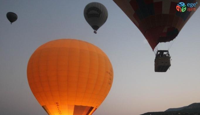 Yaklaşık 154 bin kişi beyaz cennetin üzerinde balon uçuşu yaptı