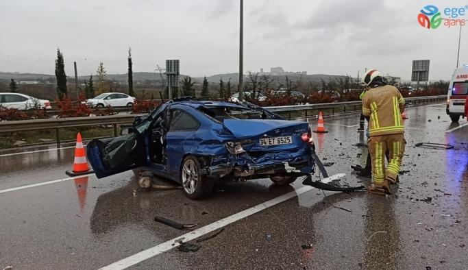 Bursa'da otobanda su birikintisi faciası...Lüks otomobil sürücüsü sıkışarak öldü