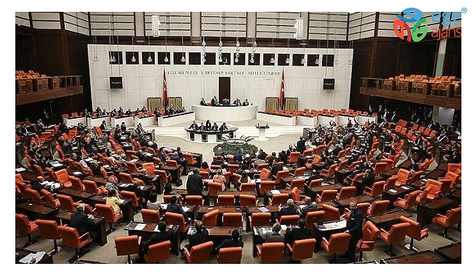 """Erdoğan'ın veto edip Meclis'te gönderdiği """"filtre"""" yasası yoğun tartışmalara neden oldu"""