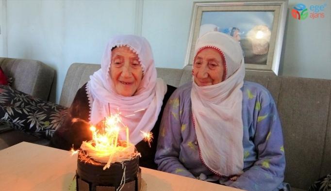 İkiz kalan nineler 89 yaşında