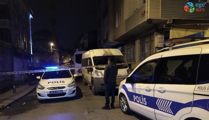 Küçükçekmece'de gürültü yapan gruba müdahale eden polis babasına darp:2 yaralı