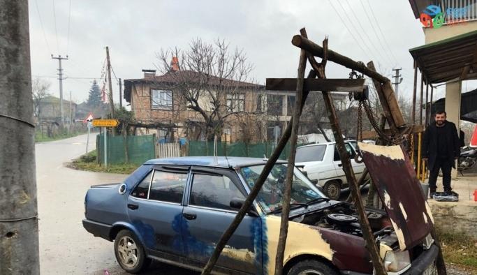 (Özel) Sanayideki ustaların verdiği fiyata kızdı aracını kendi tamir etmeye başladı