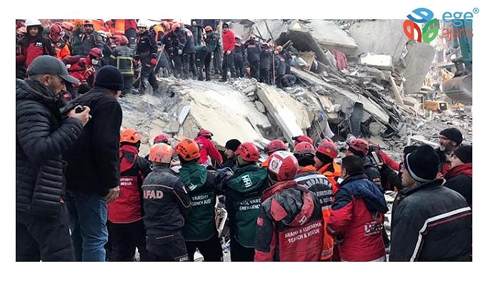 Son dakika: Depremden 12 saat sonra enkaz altından çıkarılan 12 yaşındaki çocuk vefat etti