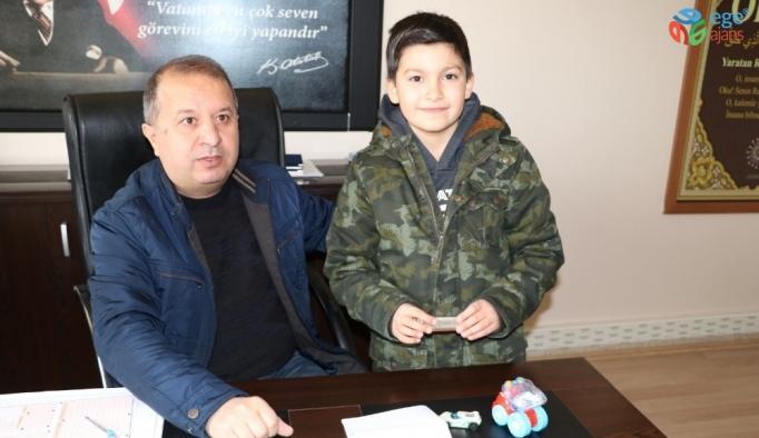 Van depreminde hayatını kaybeden amcasının hediyesini depremzede çocuklara gönderdi
