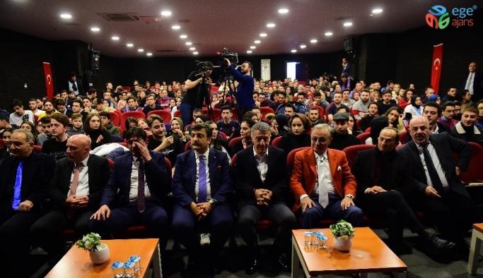 Ahmet Ağaoğlu, öğrencilerle bir araya geldi