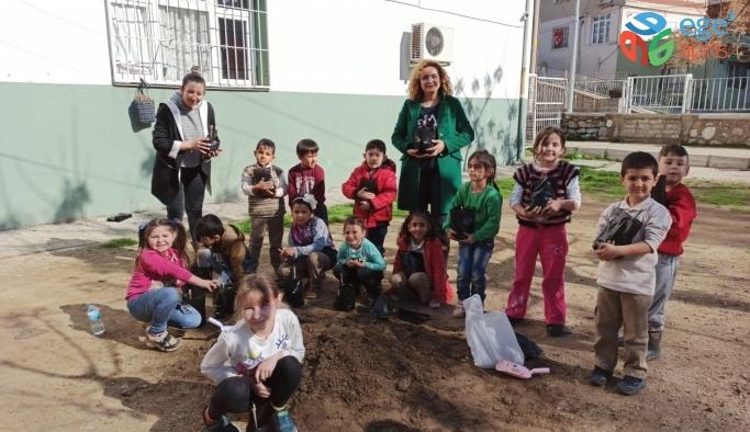 Efes Selçuklu çocuklar yerli tohumla tanışıyor