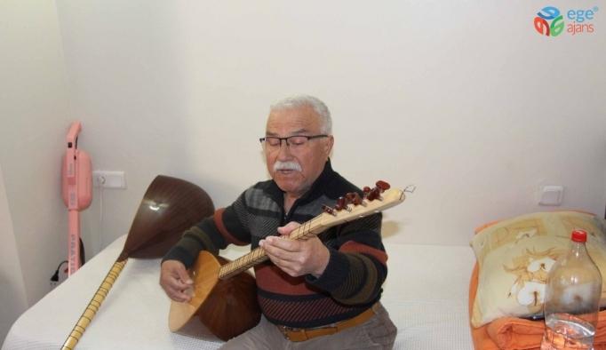 Ses sanatçısı Kazım Alkar, 11 yıldır otel odasında yaşıyor