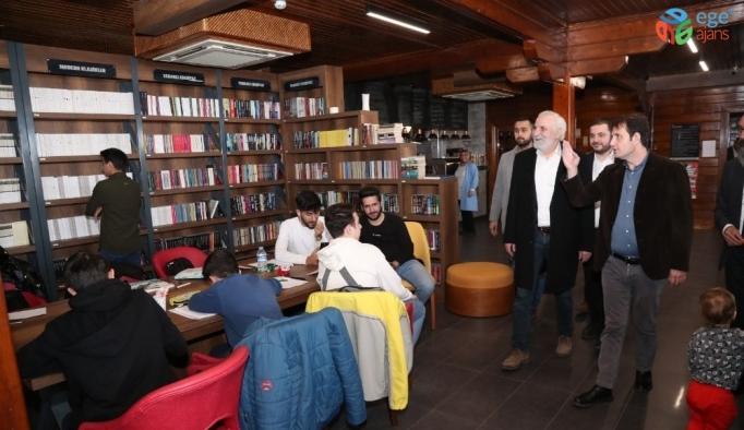 Ünlü oyuncu ve karikatürist Hasan Kaçan Gaziosmanpaşalı gençlerle bir araya geldi