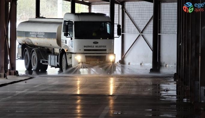 Başiskele'de pazar yerleri dezenfekte ediliyor