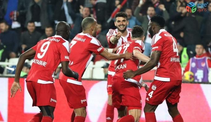 Galatasaray yenilmezlik serisini 9'a çıkardı