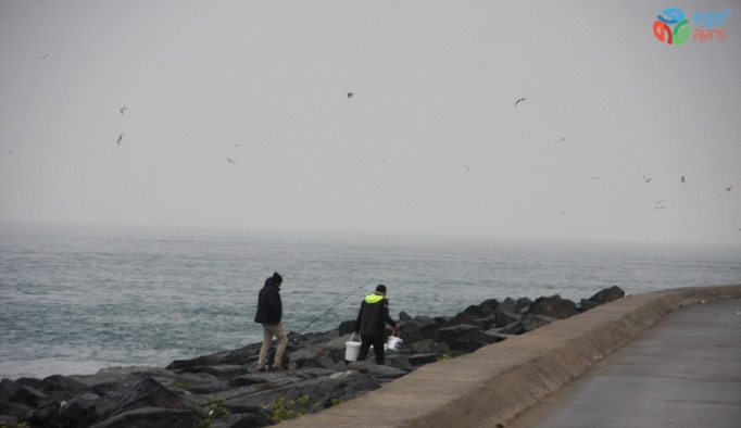 (Özel) Yasağa uymayan vatandaşlar balık tutmaya devam ediyor
