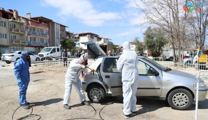 Pamukkale Belediyesi vatandaşların araçları ücretsiz dezenfekte etti
