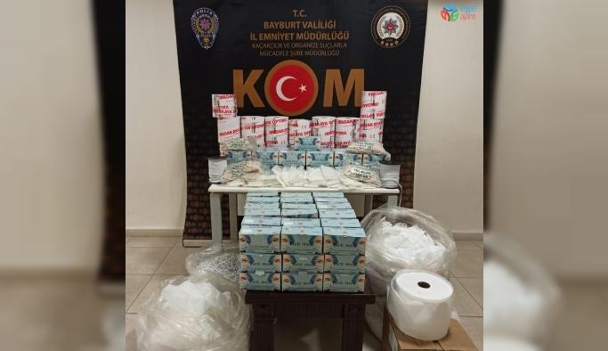 Bayburt'ta kaçak maske imalatı yapan 2 işyerinden 6 bin 194 adet koruyucu tıbbi maske ele geçirildi