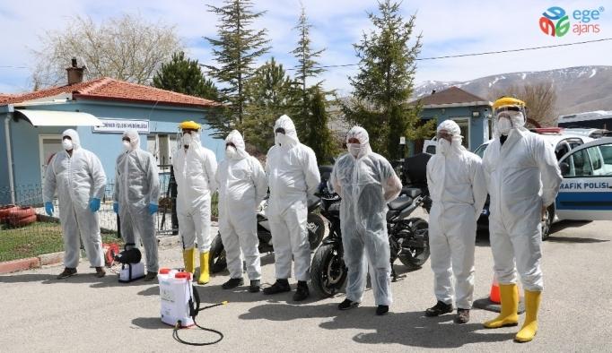 Belediye polis ve sağlıkçıların araçlarını ve konutlarını ücretsiz dezenfekte ediyor