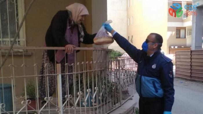 Büyükşehir İzmir'e ekmek dağıtıyor