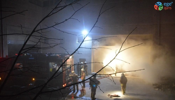 Esenyurt'ta mobilya fabrikasında çıkan yangın korkuttu