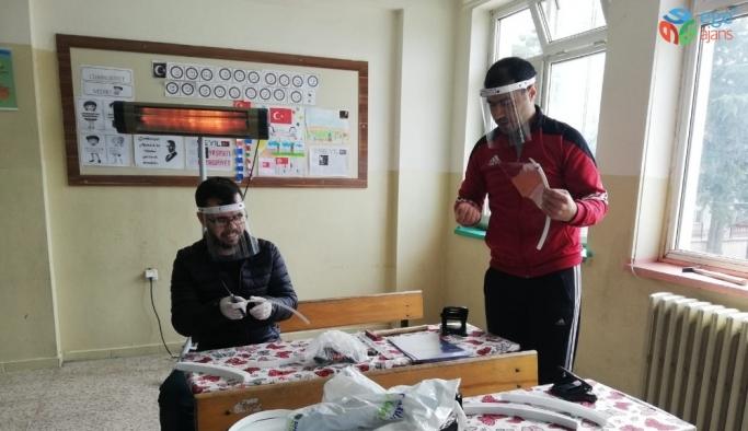 İvrindili öğretmenler maske üretimine başladı