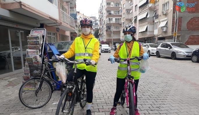 İzmir'de gönüllü ekip, yaşlılara yardım için pedal basıyor