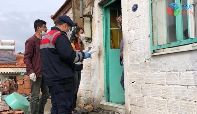 İzmir'de jandarma, ihtiyaç sahiplerine sosyal yardımları ulaştırdı